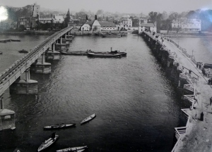 The old bridge and the position of its replacement (1880)